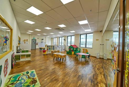 The Toddler class is enclosed to ensure safety. This design also allows the development of this age group mainly through experimentation and play.  A full length mirror is placed on one side of the wall to enable toddlers to be aware of their self movement and expression.  This classroom is also equipped with various play items such as the tree house, kitchen and supermarket toys to tease their imagination.